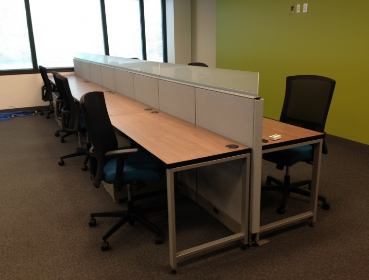 Benching Workstations 42h With Glass